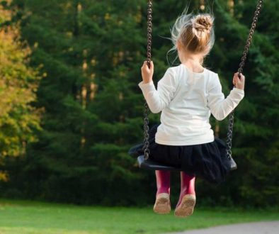 child-play-swing